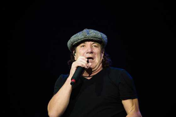 Cantante Brian Johnson espera seguir grabando discos con AC/DC