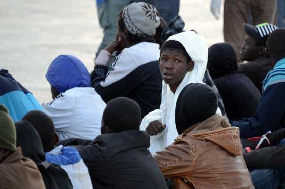 Migrantes africanos quedan atrapados en frontera de Costa Rica y Panamá