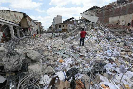 Ya son 587 los muertos y 8.340 los heridos tras terremoto de Ecuador