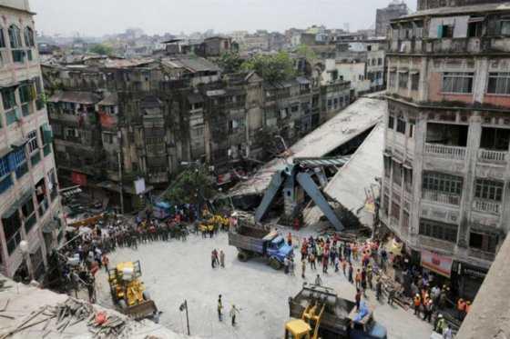 Finaliza operación de rescate en derrumbe de puente en la India que dejó 26 muertos
