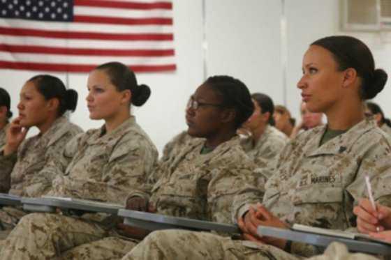 Ejército de EE.UU. designa por primera vez a mujeres como oficiales de combate