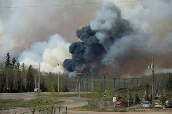 Sigue fuera de control incendio de gran magnitud en Canadá