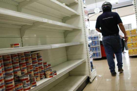 Escasez de productos básicos en Venezuela supera el 80%