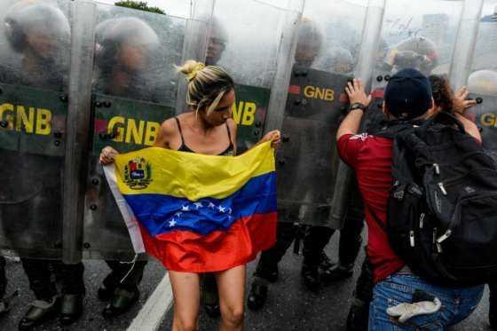 Crece tensión política en Venezuela ante silencio de Consejo Electoral