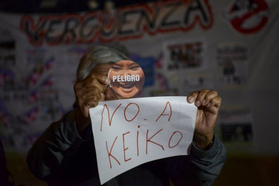 Miles de peruanos marchan contra Keiko Fujimori, favorita para la presidencia