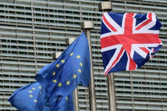 Bolsas mundiales caen ante posible salida del Reino Unido de la Unión Europea