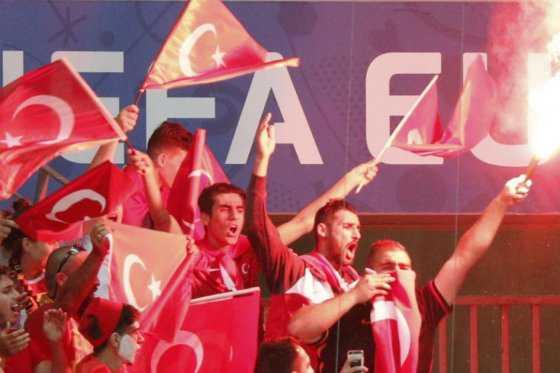 Número de hinchas detenidos desde el inicio de la Eurocopa asciende a 557
