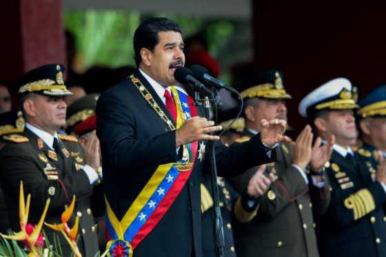 Maduro llama a aumentar el poder militar en Venezuela