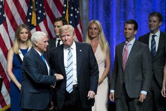 Donald Trump presenta en público a su compañero de fórmula, Mike Pence