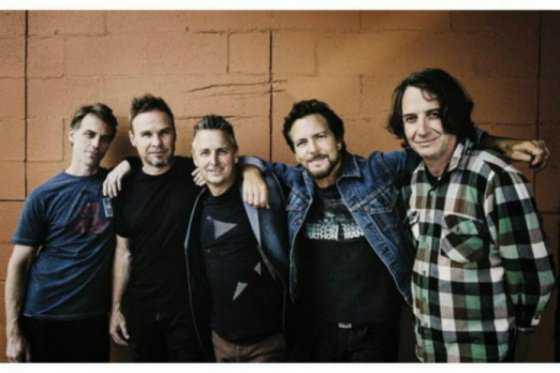 Por agresión a una mujer del público, vocalista de Pearl Jam detuvo concierto