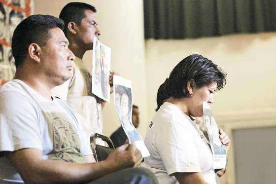 Padres de 43 estudiantes desaparecidos en México, entre el dolor y la fe de hallar a sus hijos