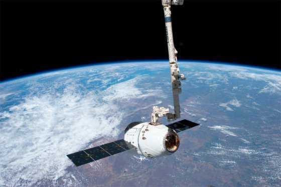 Dos astronautas de EE.UU realizan con éxito caminata espacial