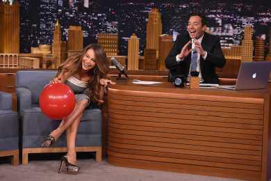 Sofía Vergara aspira helio y protagoniza divertido momento en televisión