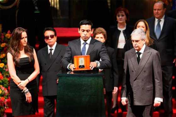 ¿Quién heredará la fortuna de Juan Gabriel?