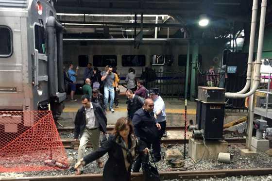 Confirman 3 muertos en grave accidente de tren en Nueva Jersey