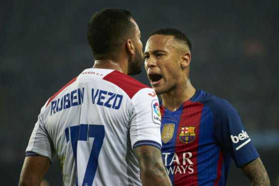 Nuevo altercado de Neymar: empujó a un defensor del Granada en el túnel de vestuarios