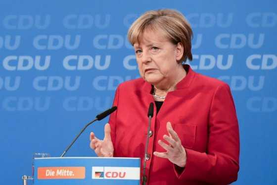Merkel anuncia candidatura a cuarto mandato para defender valores democráticos