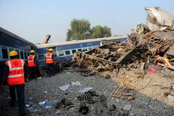 Más de 100 muertos en accidente ferroviario en India