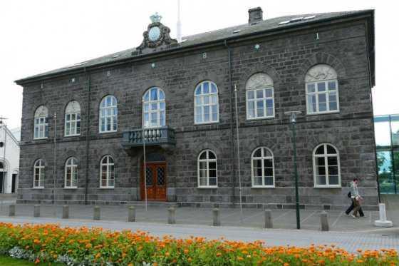 Polémica en Islandia: diputados recibirán un aumento de sueldo del 44%