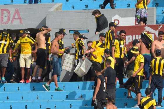 Salvajismo en el clásico uruguayo entre Peñarol y Nacional
