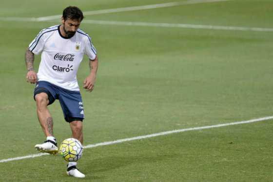 Periodista argentino reitera que Lavezzi fumó marihuana antes del juego ante Colombia