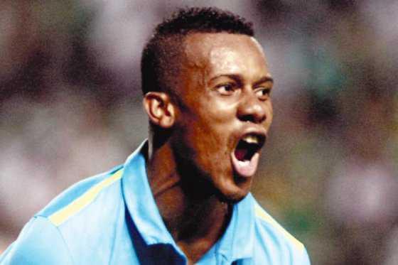 Copete le dio la victoria al Santos, de Brasil, que venció 2-1 a Ponte Preta