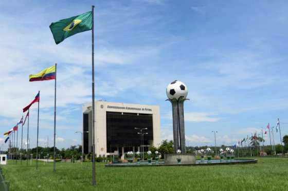 Comisión de fiscales podría llamar a Conmebol por tragedia aérea de Chapecoense