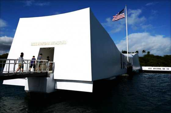 Una visita histórica: el primer ministro japonés estará hoy en Pearl Harbor