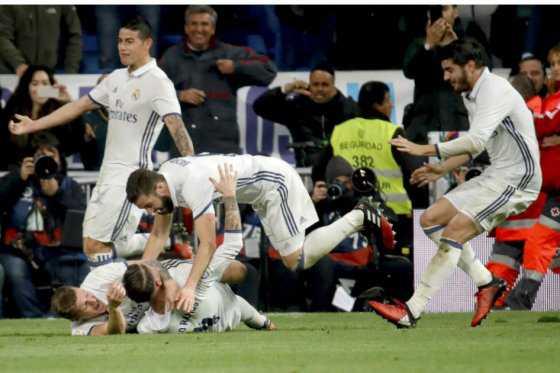 Con James de titular, Real Madrid venció en el último minuto a La Coruña