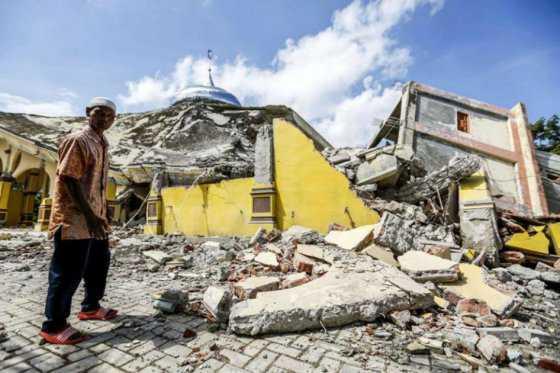 92 muertos y al menos 270 heridos por terremoto en Indonesia