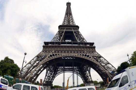 Torre Eiffel cerrada por huelga de personal