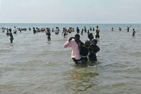 Otra tragedia enluta al fútbol: se volcó barco en el que viajaba equipo de Uganda