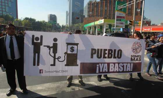 Manifestantes mexicanos ocupan 150 estaciones de gasolina por alzas en los combustibles