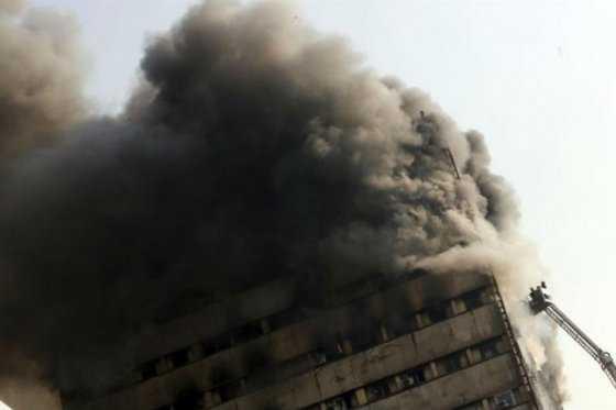 Al menos 20 bomberos muertos tras derrumbe de un edificio en Irán