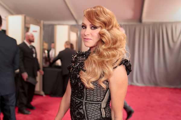 Paulina Rubio revela las secuelas físicas de su aparatosa caída en pleno concierto