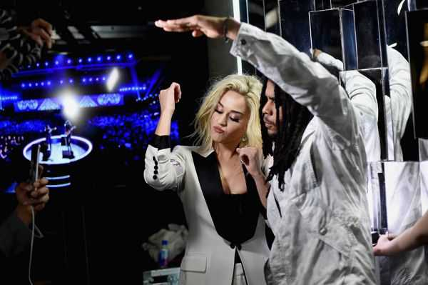 Katy Perry presenta el video «Chained To The Rhythm»