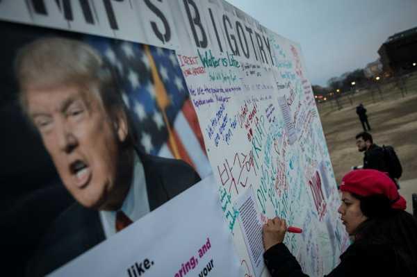 Trump considera «ridícula» la decisión judicial que suspende decreto migratorio