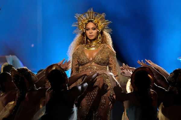 Beyoncé «no es una cantante, cantante»: Carlos Santana