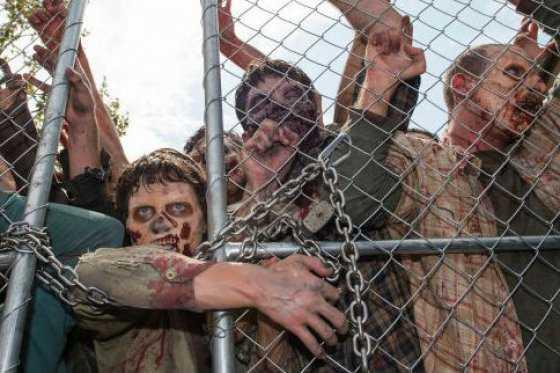 En Paraguay protestan contra el Presidente disfrazados de «The Walking Dead»