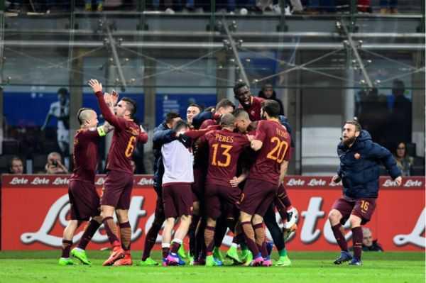 La Roma vence al Inter y aguanta el pulso a la Juventus