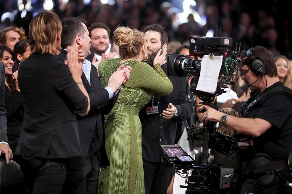 Adele confirma que está casada con Simon Konecki