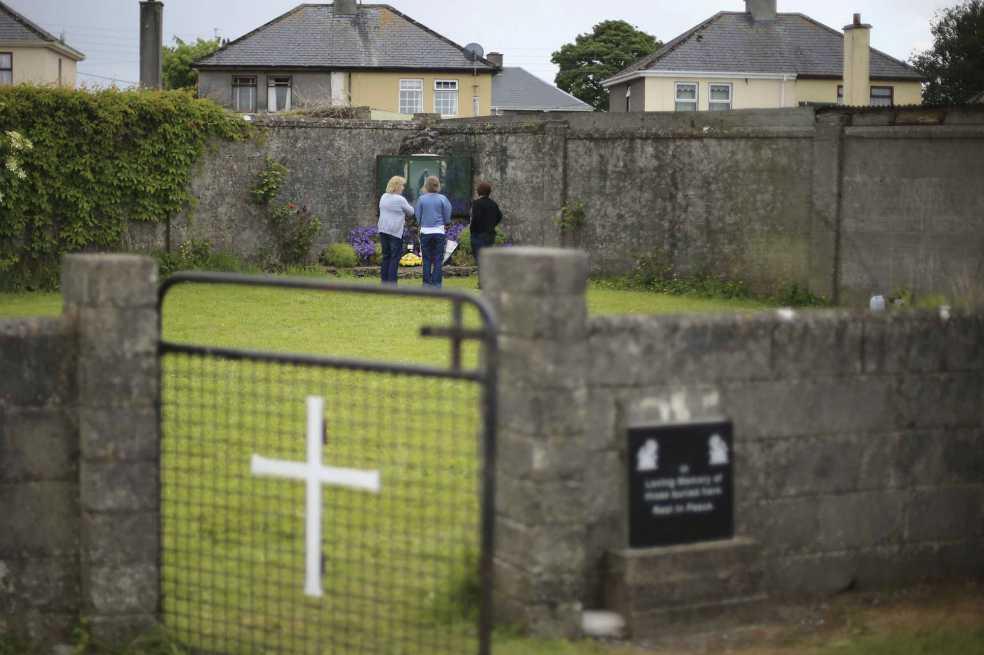 Numerosos restos de bebés en centro católico de madres solteras de Irlanda