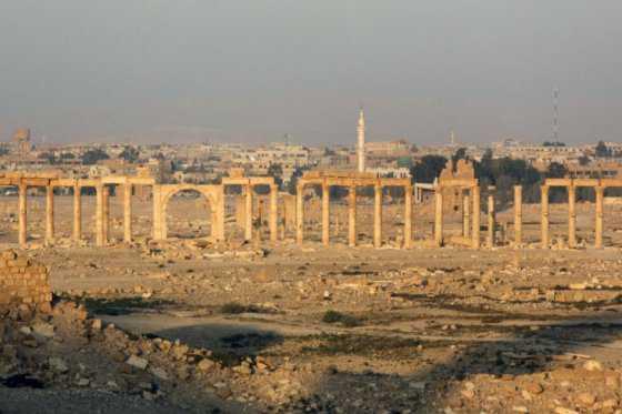 Estado Islámico mina la ciudad monumental de Palmira antes de su retirada