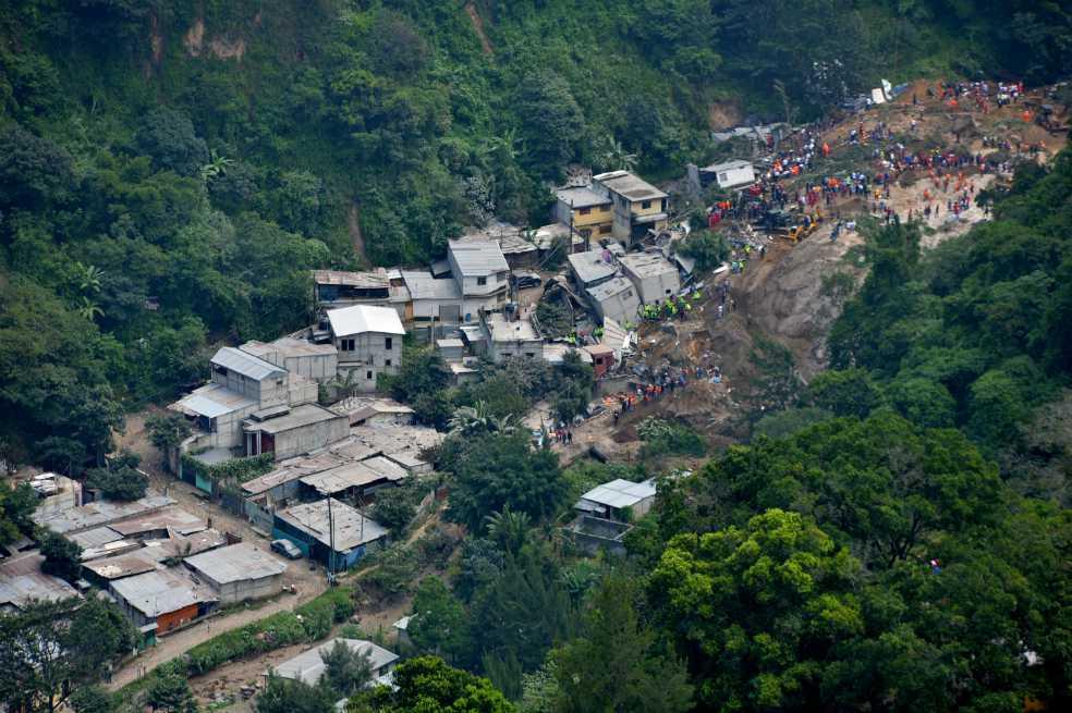 Fiscalía acusa a alcalde por alud que dejó 280 muertos en Guatemala