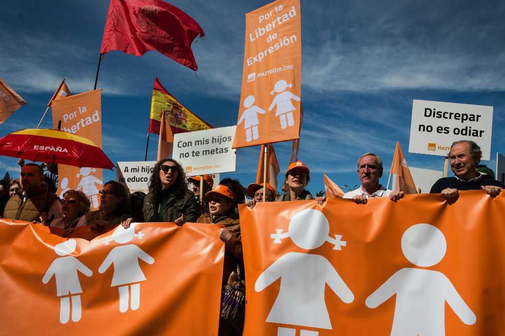 Cientos de manifestantes protestan en España contra la transexualidad