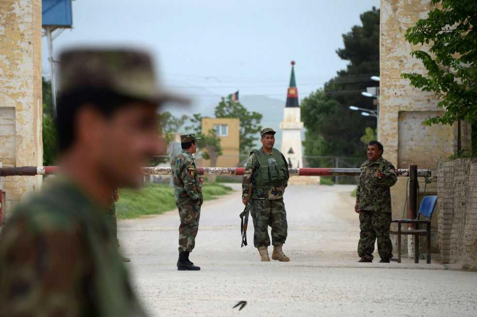 Ataque talibán en base militar de Afganistán provoca al menos 150 muertos