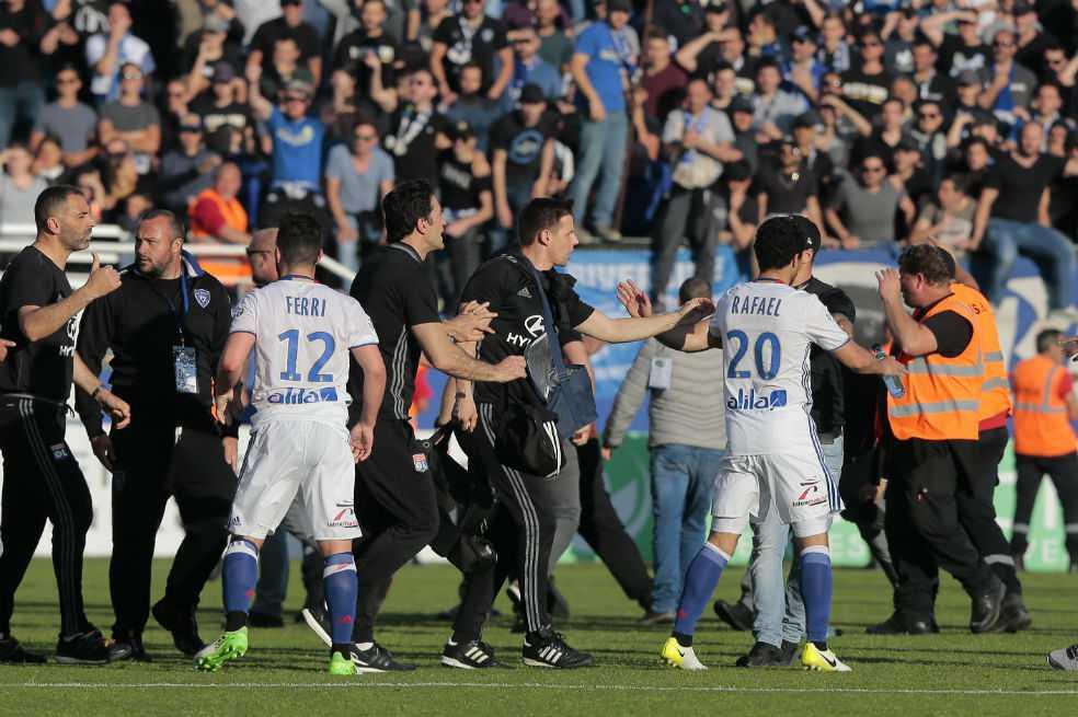 Hinchas del Bastia agredieron a jugadores del Lyon