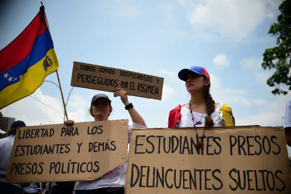 Oposición venezolana presiona a Maduro con «plantón» en las calles