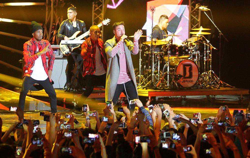 J Balvin y Maluma lideran nominaciones de MTV MIAW 2017