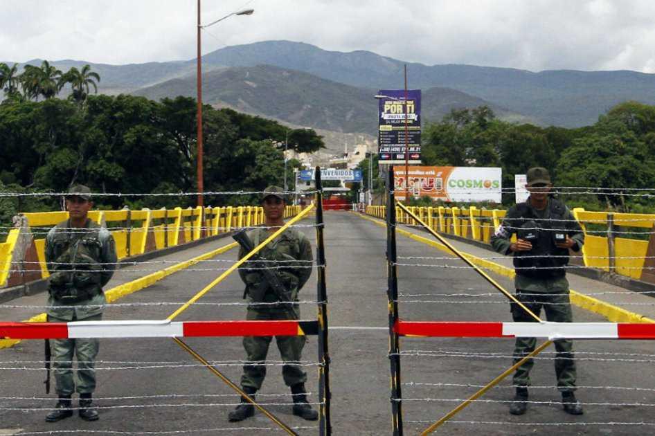 Maduro ordena militarizar región fronteriza con Colombia tras disturbios